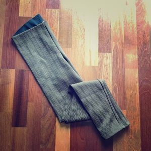 Moss Green Textured Leggings - Size Small